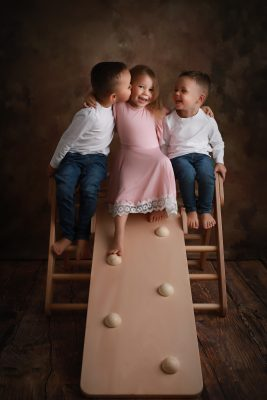 Triangle de Pikler avec 3 Enfants